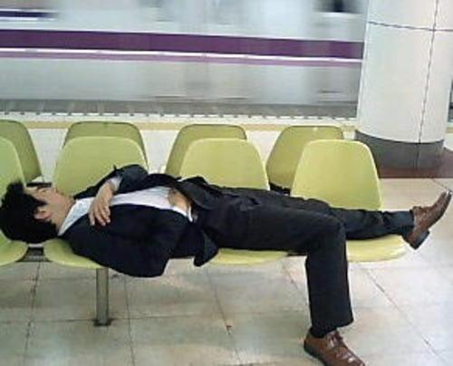 Sleeping_bench_dude_2